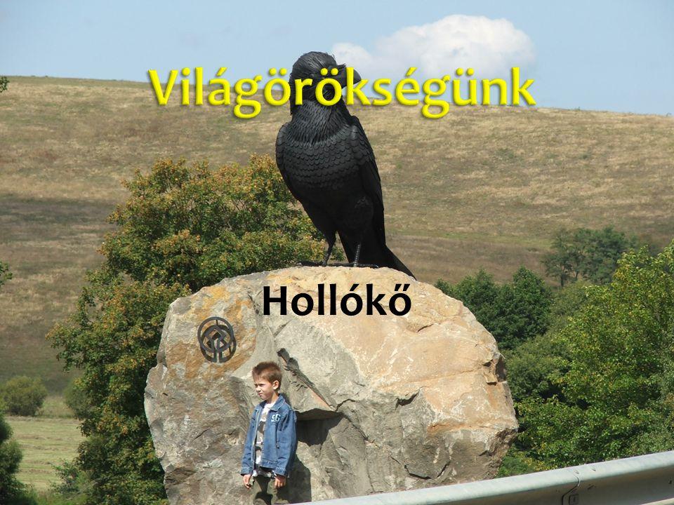 A falu a Cserhát egyik hosszan elnyúló dombjainak oldalába, pontosan a Duna és a Tisza vízválasztójára települt.