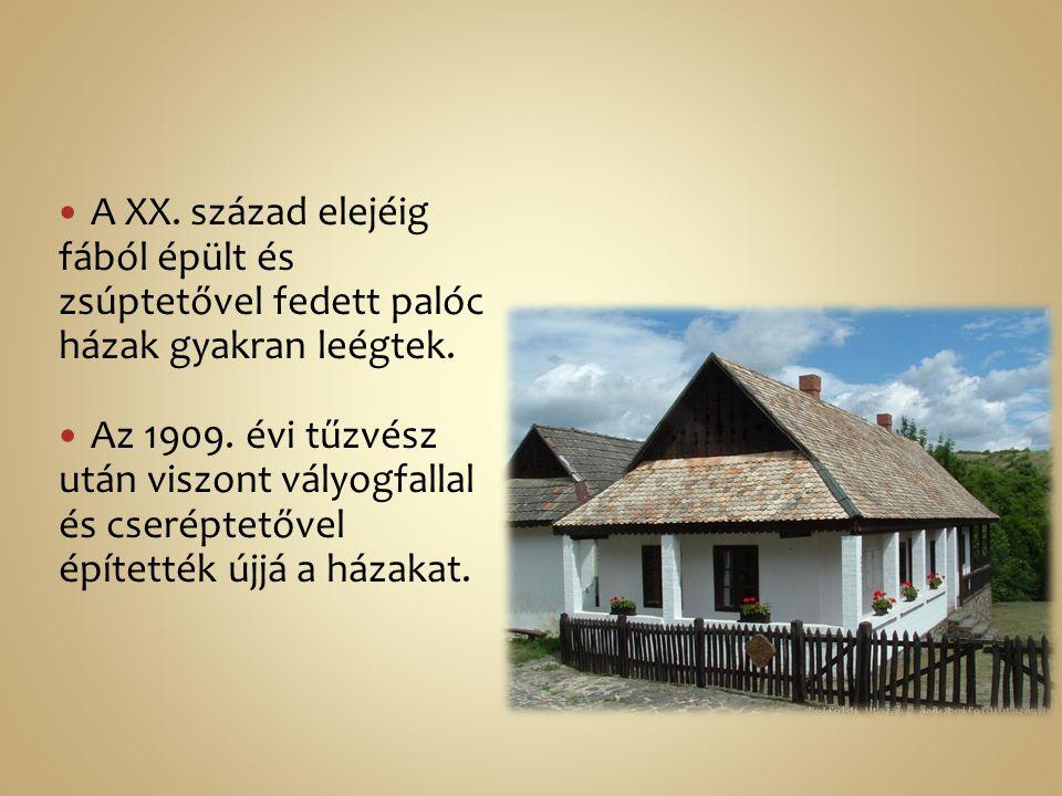 A XX. század elejéig fából épült és zsúptetővel fedett palóc házak gyakran leégtek. Az 1909. évi tűzvész után viszont vályogfallal és cseréptetővel ép