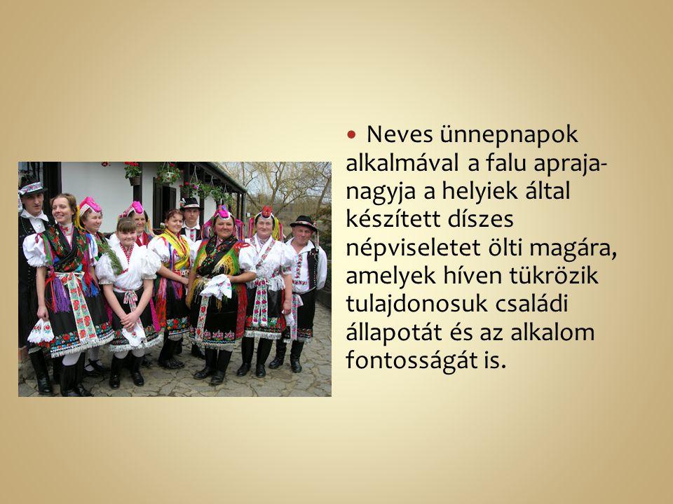 Neves ünnepnapok alkalmával a falu apraja- nagyja a helyiek által készített díszes népviseletet ölti magára, amelyek híven tükrözik tulajdonosuk csalá