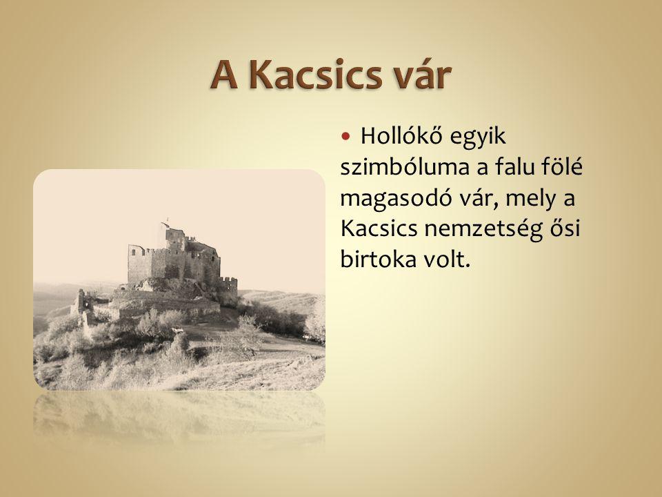 Hollókő egyik szimbóluma a falu fölé magasodó vár, mely a Kacsics nemzetség ősi birtoka volt.