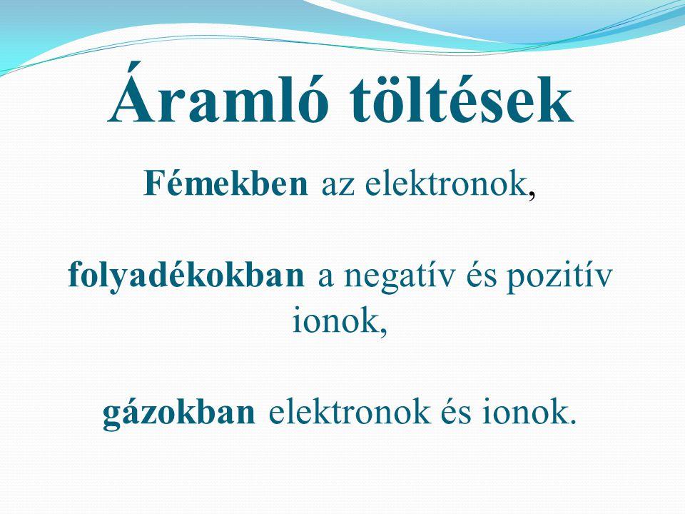Fémekben az elektronok, folyadékokban a negatív és pozitív ionok, gázokban elektronok és ionok. Áramló töltések