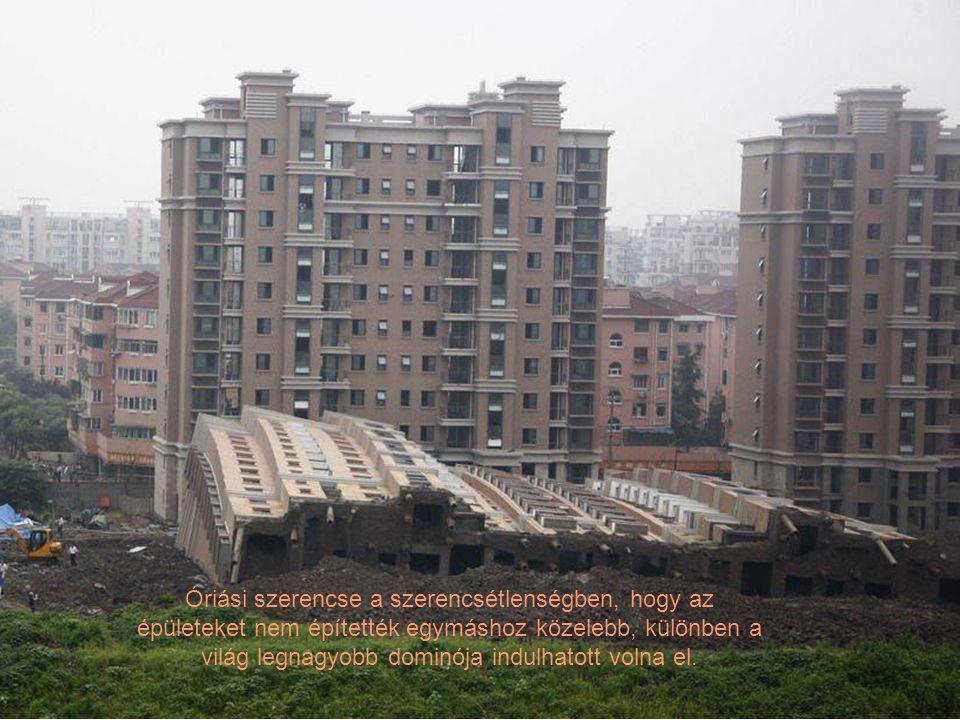 Óriási szerencse a szerencsétlenségben, hogy az épületeket nem építették egymáshoz közelebb, különben a világ legnagyobb dominója indulhatott volna el