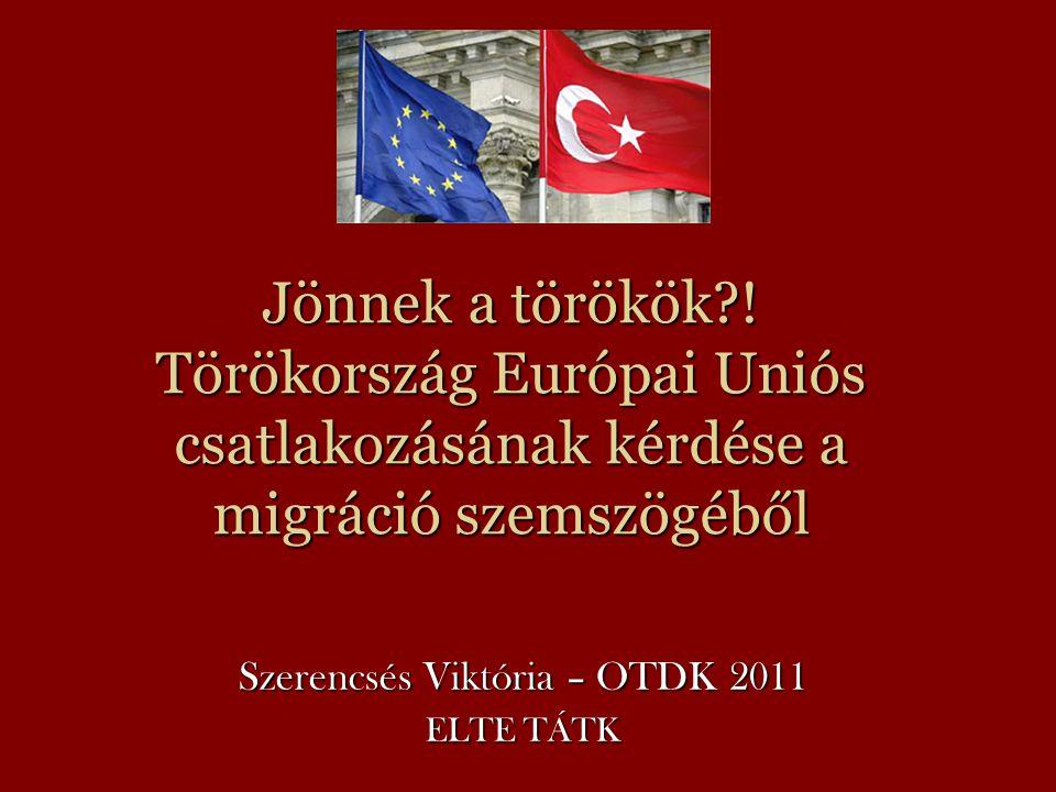 Jönnek a törökök .