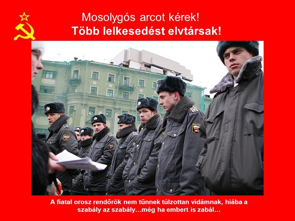 Mosolygós arcot kérek! Több lelkesedést elvtársak! A fiatal orosz rendőrök nem tűnnek túlzottan vidámnak, hiába a szabály az szabály…még ha embert is