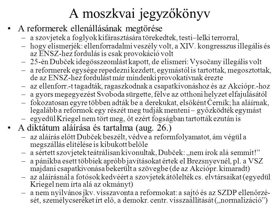 A vezetés hazatérése után… Moszkva–Prága repülőút –végre kellett hajtani a jegyzőkönyvet, aminek tartalmától nem beszélhettek –némi letargia után taktikai megbeszélést tartottak: miként gátolhatják meg a polgári ellenállást, közben megmentve a reformok egy részét is –távollétük alatt az ellenállás tovább nőtt, hazatérésük felfokozta a reményeket Az első nyilatkozatok –reptéren Smrkovský érdemben nem nyilatkozott, a Nemzetgyűlés előtti rövid közleményét pedig (feltűnő módon) nem követhette vita –tárgyalásról adott rövid közlemény keveset mondott, de azt többféleképp lehetett érteni (a szoc.