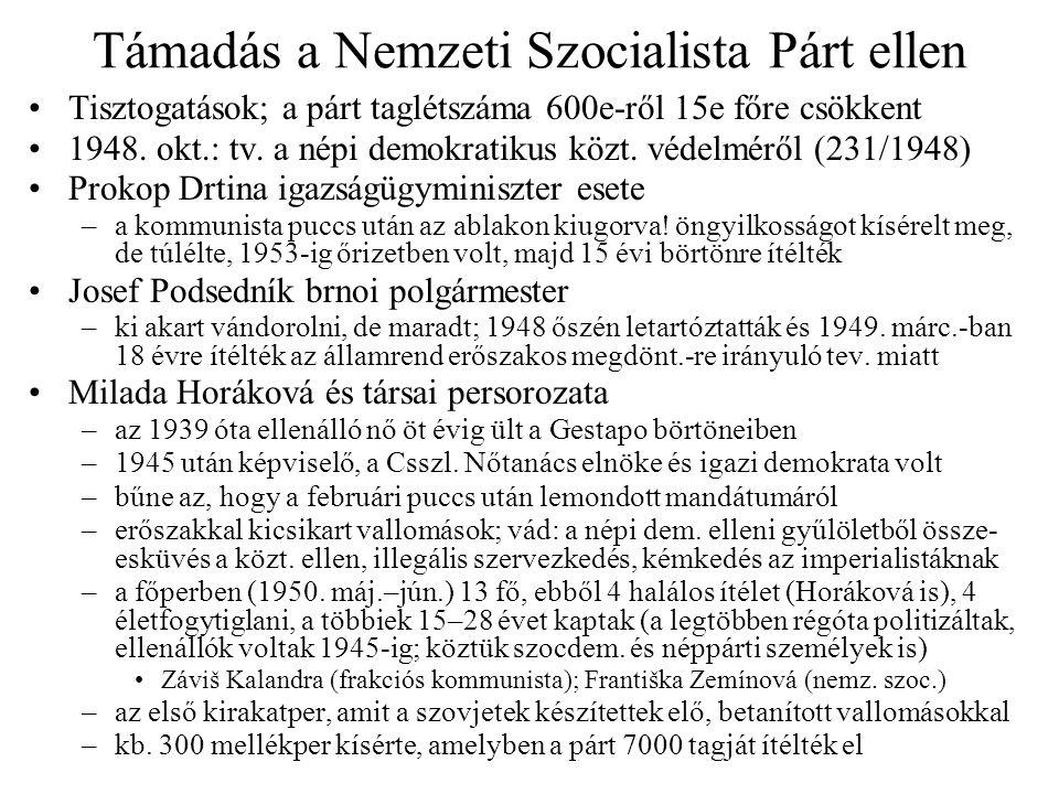 """Harc a CSKP és a katolikusok között Kezdeti feltételek: remény egymás tolerálására –a kommunisták többsége is meg volt keresztelve és nagy részük misére járt –Gottwald remélte, hogy az egyház elfogadja az állami ellenőrzést –a kommunista elnök érseki beiktatása reménykeltő volt: Beran áldását adta rá –püspöki kar elismerte az új """"Római Katolikus Bizottságot (RKB) amely az egyházügyeket irányította; a szlovák püspökök is Viták az állam és az egyház között –a kormány követelte, hogy a papság tegyen hűségesküt –az egyház vonja vissza a klérus politikai szerepvállalásának megtiltását –az egyház a katol."""