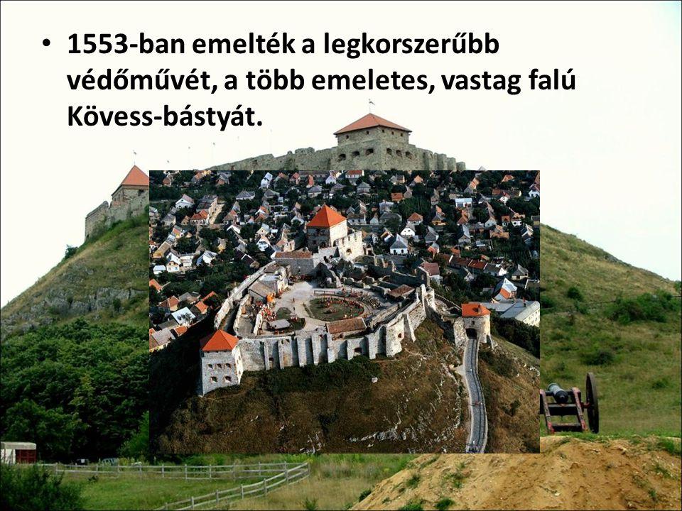 1553-ban emelték a legkorszerűbb védőművét, a több emeletes, vastag falú Kövess-bástyát.