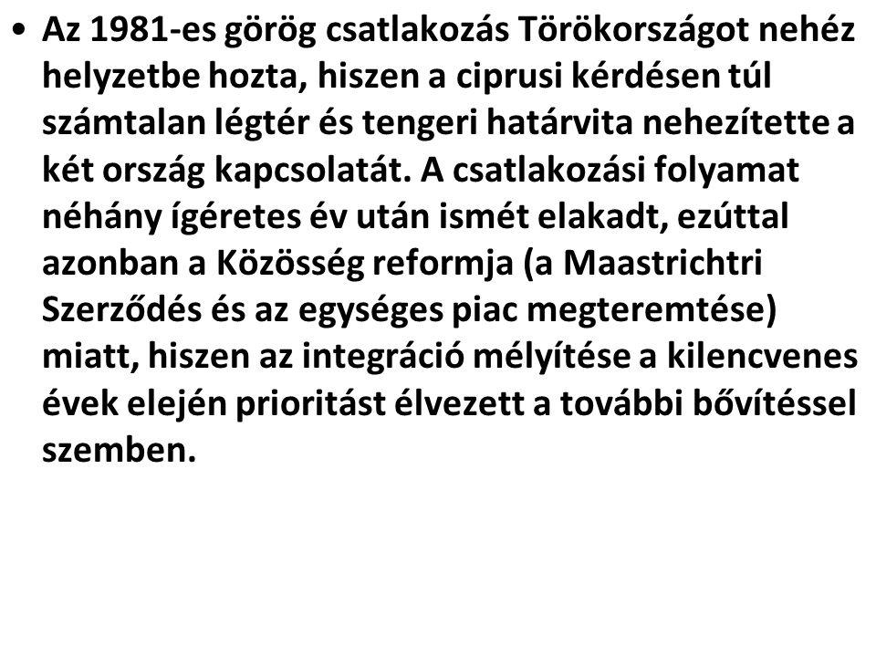 Az 1981-es görög csatlakozás Törökországot nehéz helyzetbe hozta, hiszen a ciprusi kérdésen túl számtalan légtér és tengeri határvita nehezítette a két ország kapcsolatát.