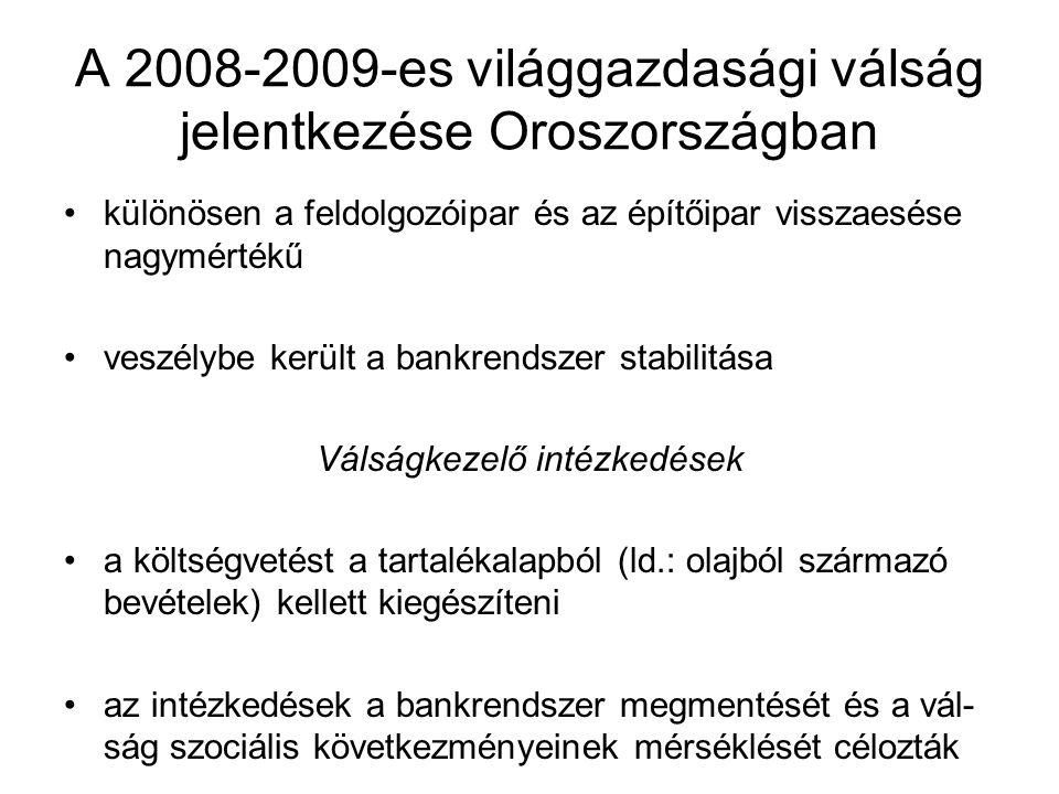 A 2008-2009-es világgazdasági válság jelentkezése Oroszországban különösen a feldolgozóipar és az építőipar visszaesése nagymértékű veszélybe került a bankrendszer stabilitása Válságkezelő intézkedések a költségvetést a tartalékalapból (ld.: olajból származó bevételek) kellett kiegészíteni az intézkedések a bankrendszer megmentését és a vál- ság szociális következményeinek mérséklését célozták