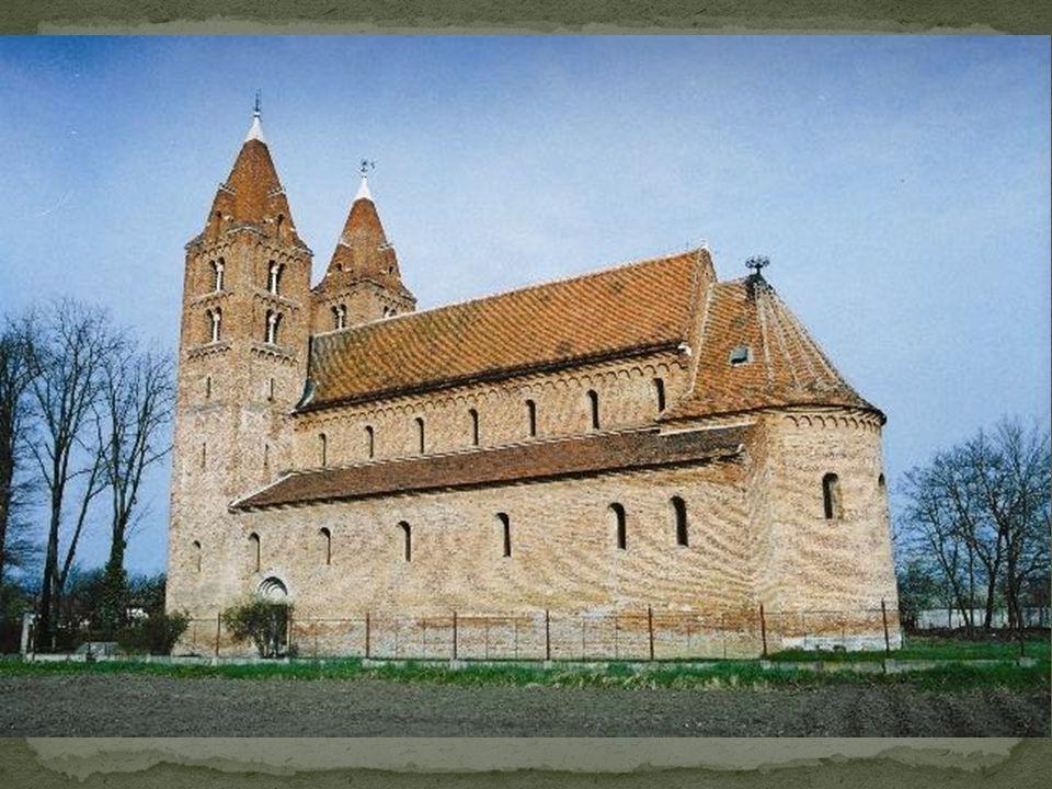 A 800 éves ákosi református templom Szatmár megye egyik legjelentősebb műemléke.
