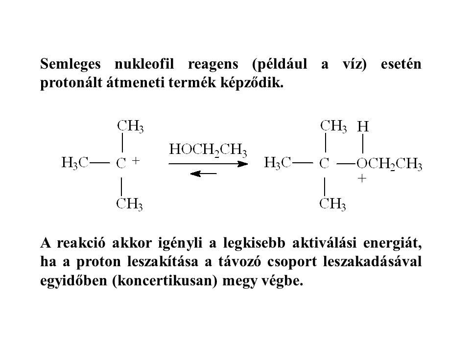 Semleges nukleofil reagens (például a víz) esetén protonált átmeneti termék képződik. A reakció akkor igényli a legkisebb aktiválási energiát, ha a pr