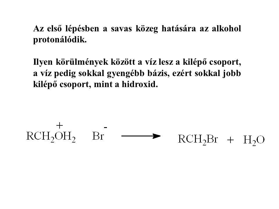 Az első lépésben a savas közeg hatására az alkohol protonálódik. Ilyen körülmények között a víz lesz a kilépő csoport, a víz pedig sokkal gyengébb báz