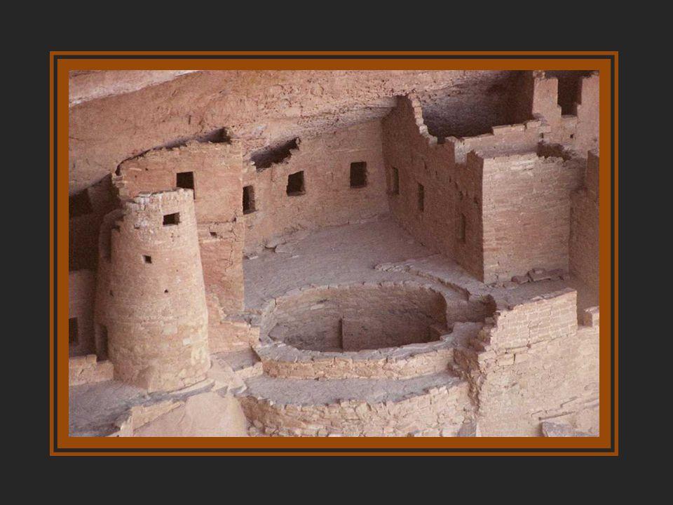 Építése 1000 táján kezdõdött, ekkor született a 20 helyiségbõl álló elsõ pueblo, azaz falu. 1150-re óriási lakótömbbé gyarapodott, melynek mesteri kõm