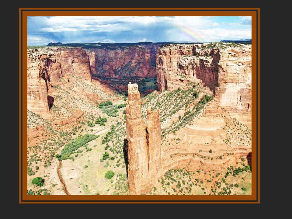Pueblo Bonito A kanyon legkorábbi hajlékai a pinceházak. Kr. u. 750 körül emelték az elsõ felszíni épületeket, ezeket pedig a tucatnyi vagy még több,