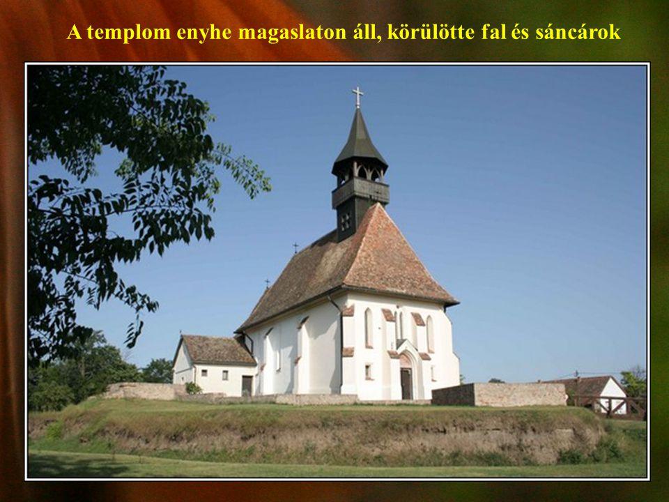 Az Alföld egyetlen, -még ma is egyházi funkciókat ellátó- sáncárokkal és erődfallal körülvett XIV.