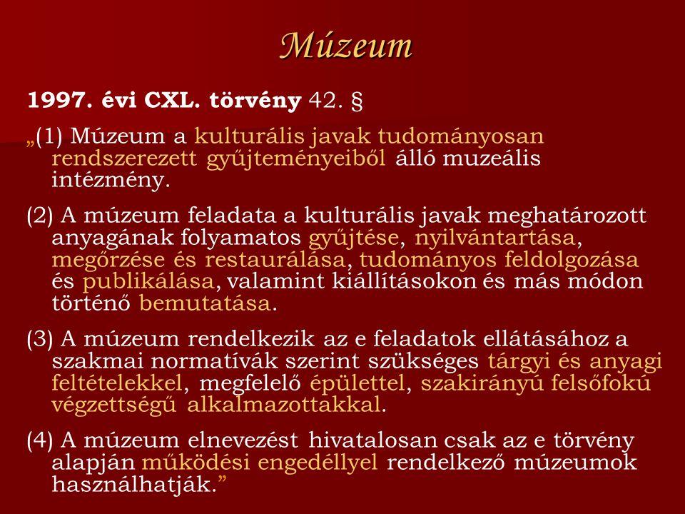 """Múzeum 1997. évi CXL. törvény 42. § """"(1) Múzeum a kulturális javak tudományosan rendszerezett gyűjteményeiből álló muzeális intézmény. (2) A múzeum fe"""