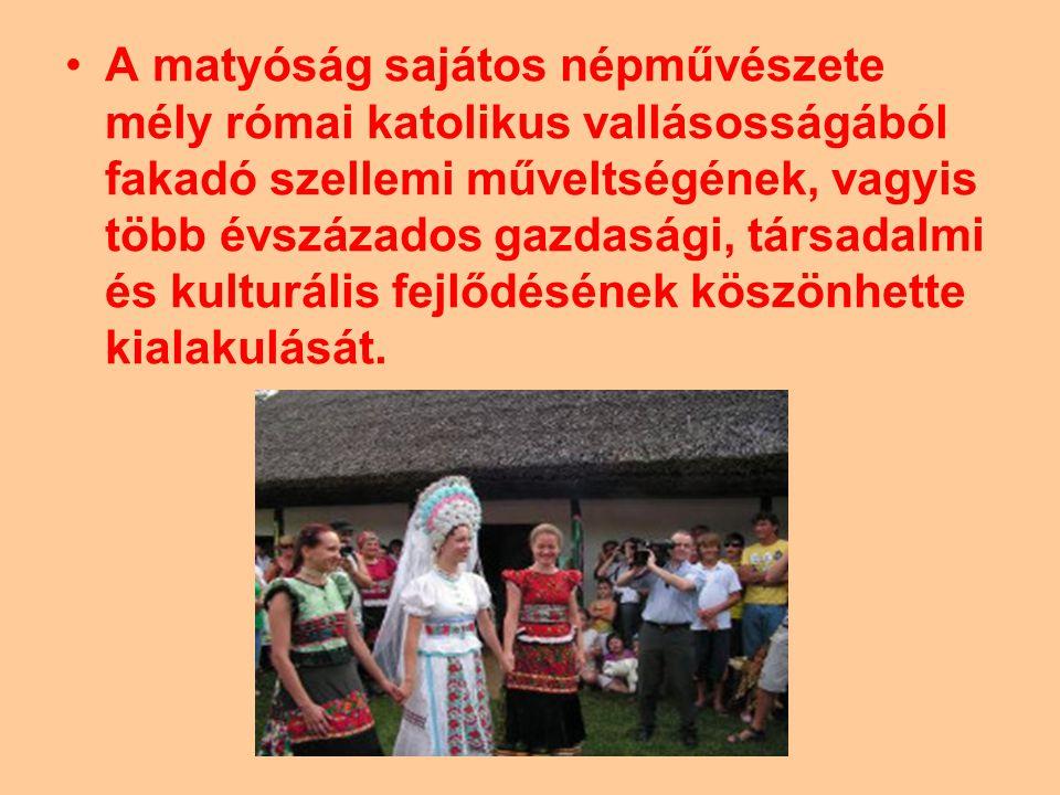 Mezőkövesd lakóit a szomszédos Szentistván és Tard népével nevezik matyók -nak.