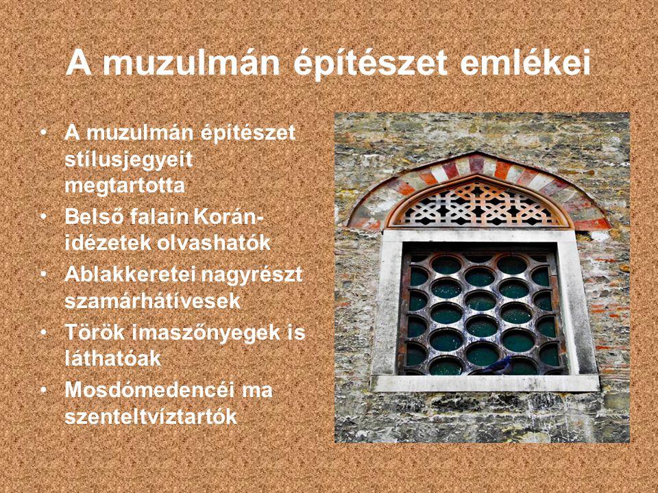 A muzulmán építészet emlékei A muzulmán építészet stílusjegyeit megtartotta Belső falain Korán- idézetek olvashatók Ablakkeretei nagyrészt szamárhátív