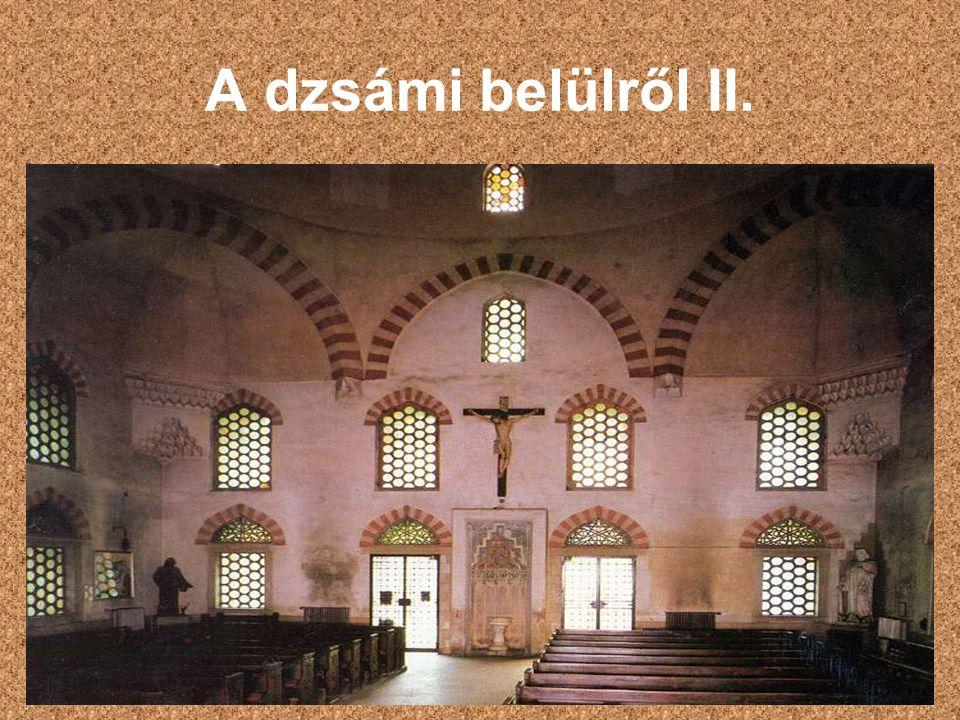Kereszténység és iszlám Kupoláján a kereszt és a félhold is megtalálható Homlokzata Mekka irányába tájolt Minaretje már nem áll Mai formáját 1939- ben nyerte el