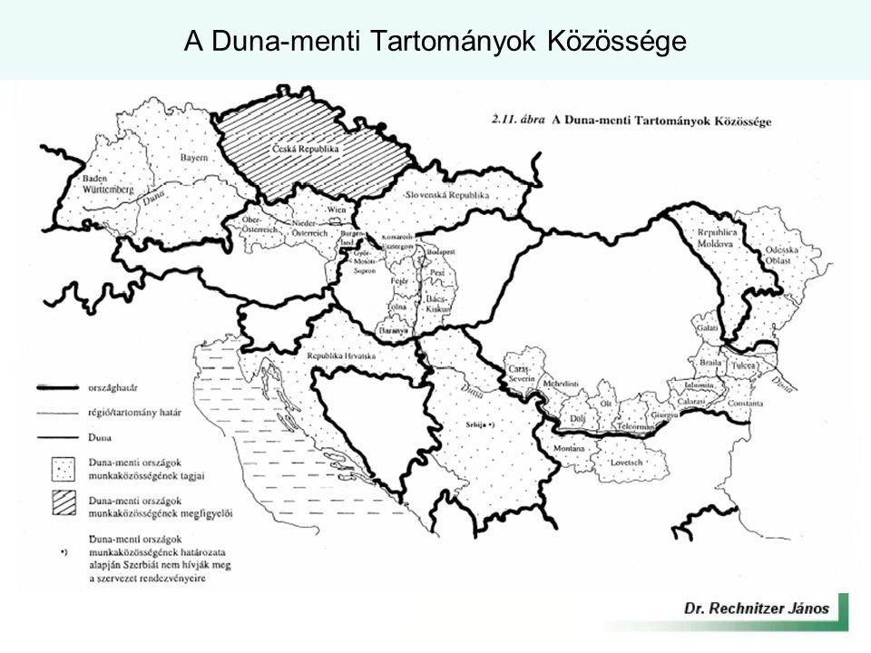 Duna Komplex Program célkitűzései Duna az ország dinamizáló tengelye Cél: A térségi komparatív előnyök társadalmi – gazdasági - környezeti szempontokkal összehangolt kiaknázása Stratégiai Célok: –Hálózat alapú társadalomfejlesztés társadalmi tőke fejlesztése térségi együttműködések és hálózatok szervezése - Fenntartható gazdasági szerkezet feltételeinek javítása - fejlesztési programok hatékonyságának növelése - gazdasági alkalmazkodó képesség javítása - közlekedési kapcsolatok, elérhetőségek fejlesztése - A térség kiemelkedő természeti potenciáljának megőrzése, fenntartható használata - ökológiai rendszerek megóvása, fejlesztése - komplex vízgazdálkodási rendszerek kialakítása - környezetfejlesztés