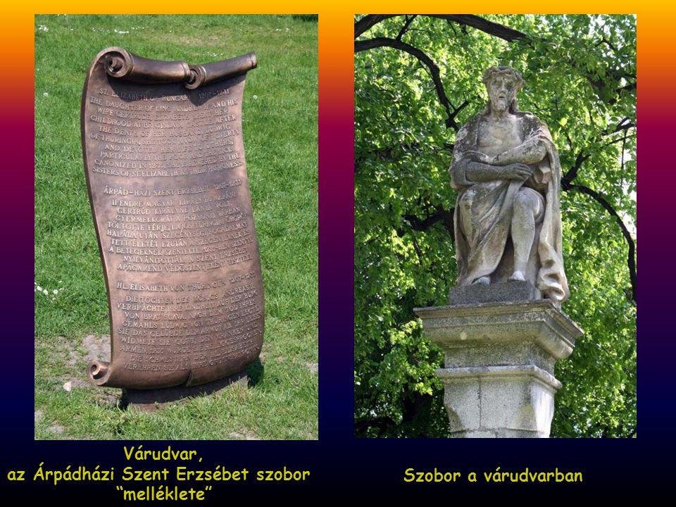 Vár, a 15. századi Corvin kapu Várudvar, Árpádházi Szent Erzsébet szobor
