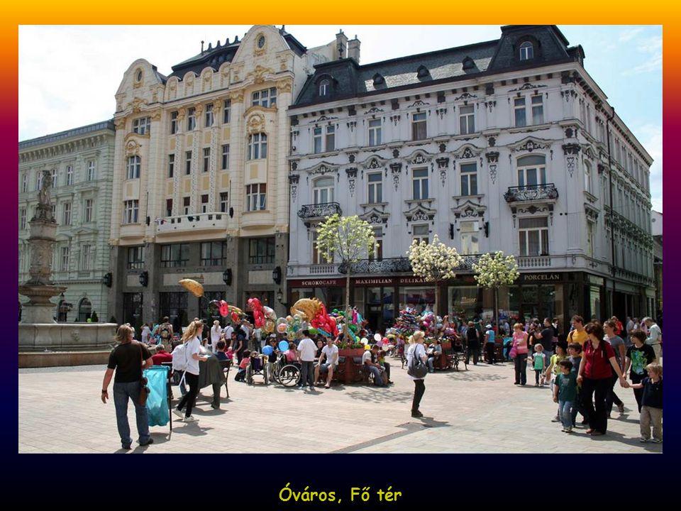 Óváros,ebben az épületben ülésezett a magyar országgyűlés 1802-től 1848-ig Óváros, emléktábla