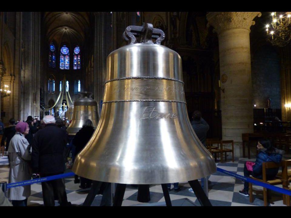 Az « Étienne » harang 1494 kg - 126,7 cm átmér ő j ű. A hajdani párizsi katedrális, a jelenlegi Notre-Dame székesegyház el ő dje emlékére, amelyet az