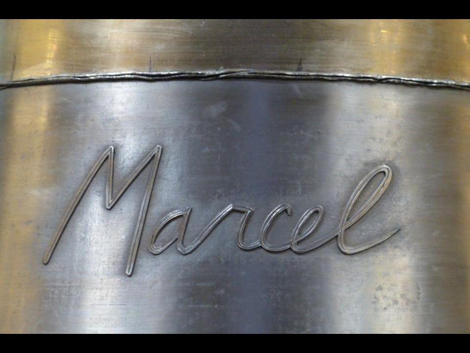 A « Marcel » harang : 1925 kg - 139,3 cm átmér ő j ű. Párizs 5. századi, 9. püspökének, Szent Marcellnek emlékére, akit a párizsiak különösen tisztelt