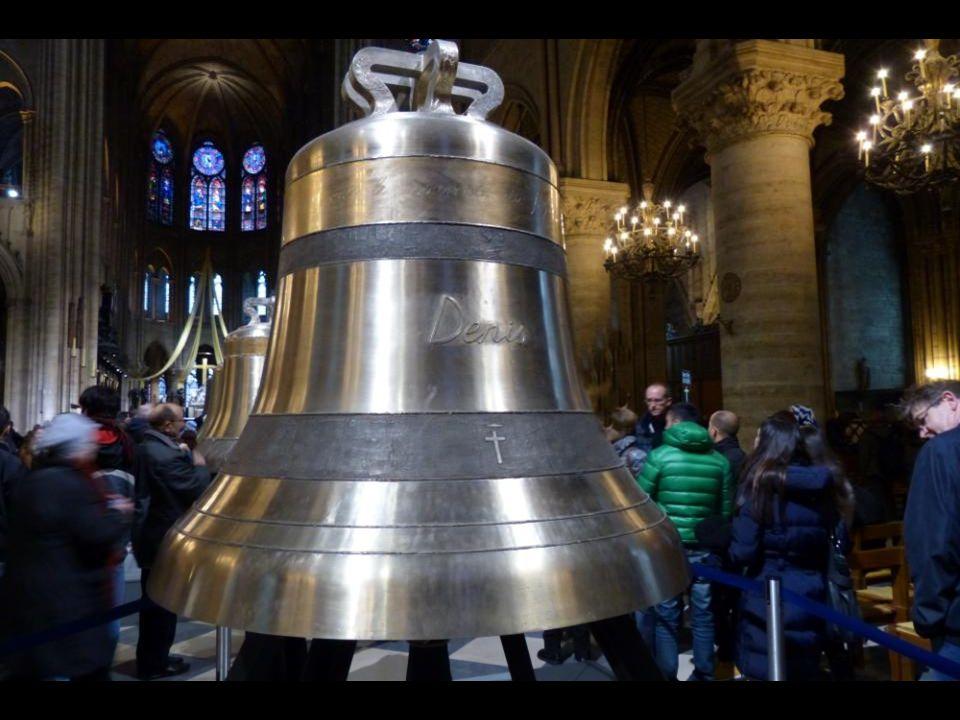 A « Denis » harang 2502 kg - 153,6 cm átmérőj ű. Szent Dénes, Párizs első püspöke emlékére.