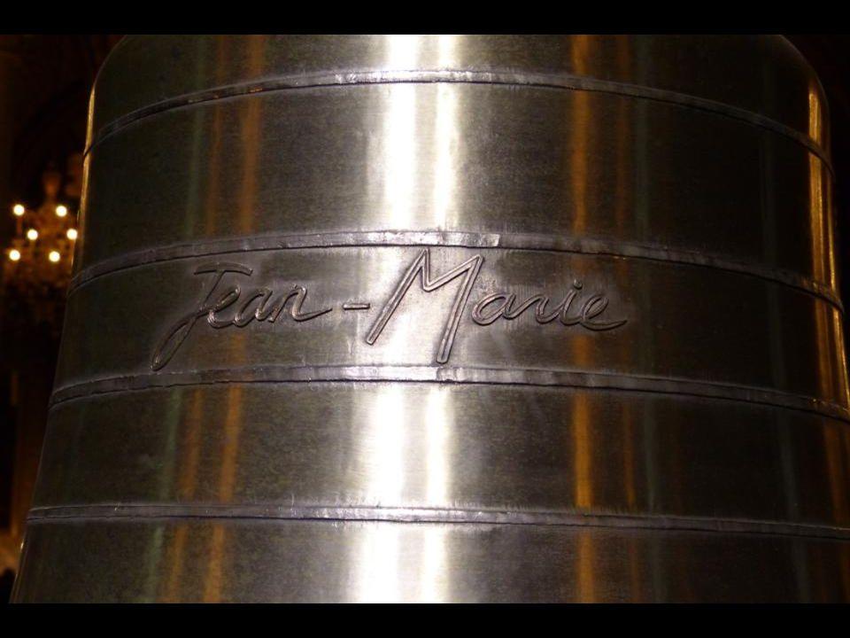 A « Jean-Marie » harang 782 kg - 99,7 cm átmérőjű. Jean-Marie LUSTIGER bíboros, Párizs 139. püspökének (1981 – 2005) tiszteletére. La cloche « Jean-Ma