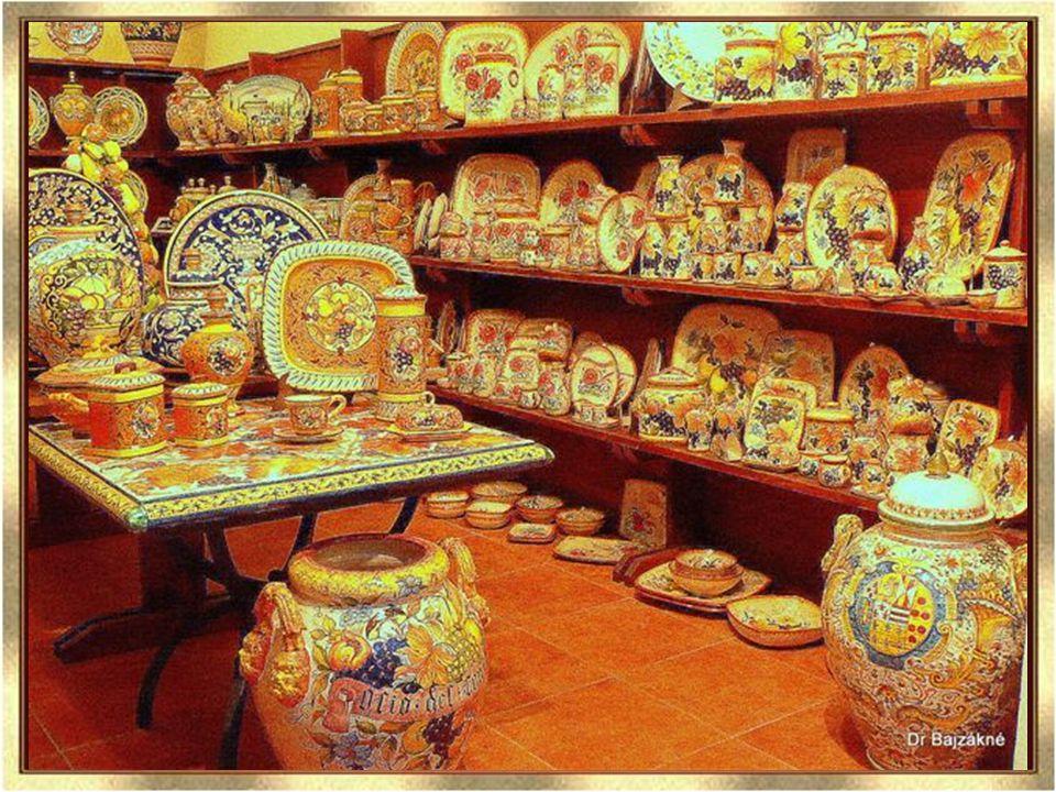 zene indul Orvietoban is gyönyörű majolika tárgyak vásárolhatók