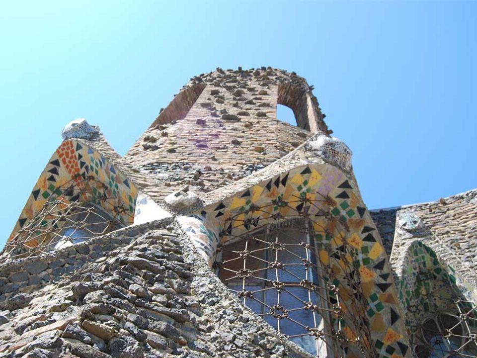 Eusebi Güell munkáskolóniát alapított Santa Coloma de Cervelló-ban ( Barcelona tartomány ).