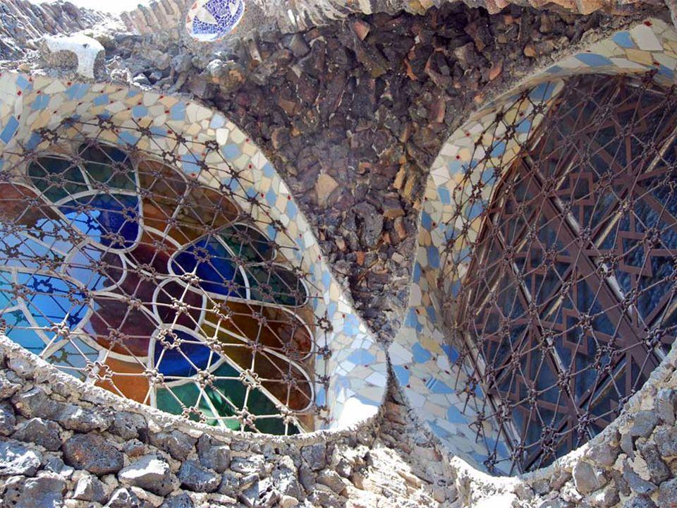 Az együttes, talán, Gaudi mesterműve, amennyiben összeköti a bonyolultságot és a különlegességet