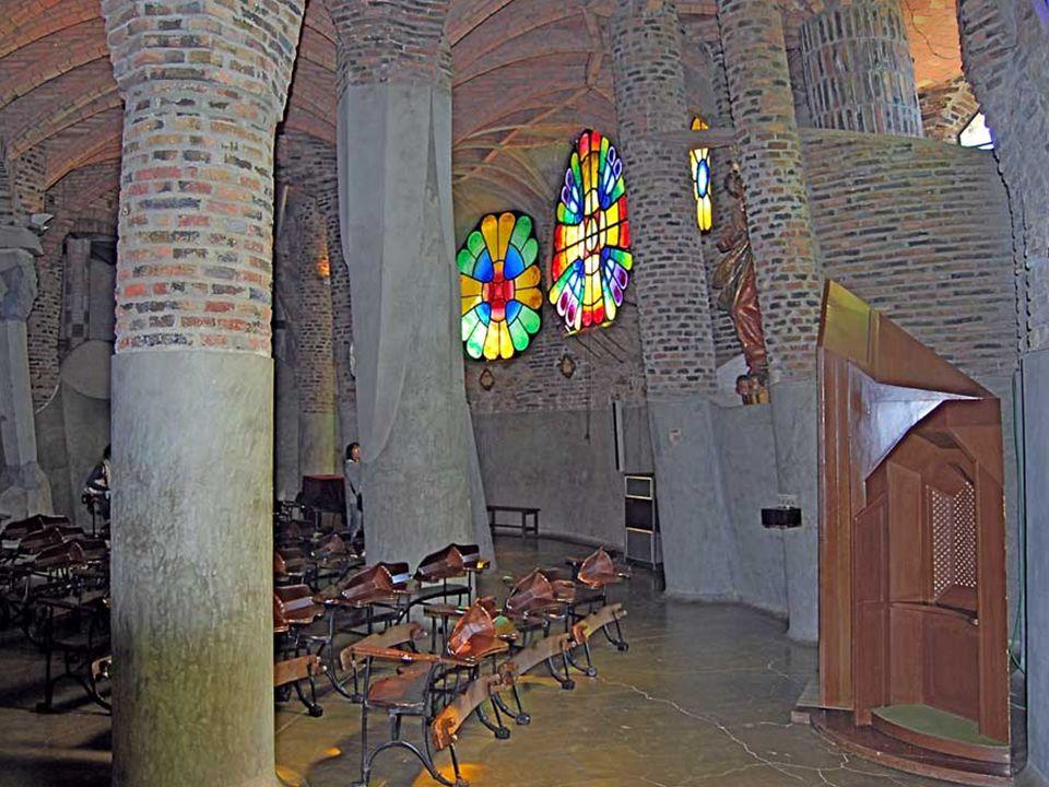 A mű kőművesmesterei ízelítőt adtak tehetségükről az épület több részén, különösen a párkányok sokféleségén és a homlokzatok részletein látható ez.