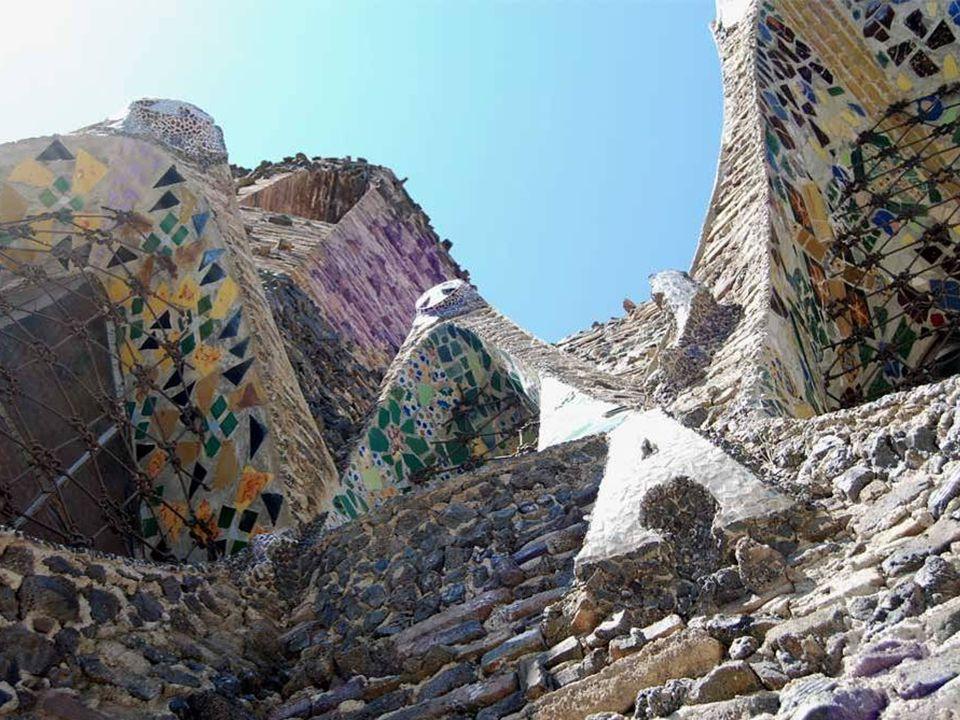 A templom egyik legfontosabb jellemzője az alkalmazott anyagok sokfélesége: bazalt- és mészkövek, kerámia-és égetett téglák, kerámia, üveg és különböző típusú habarcs.