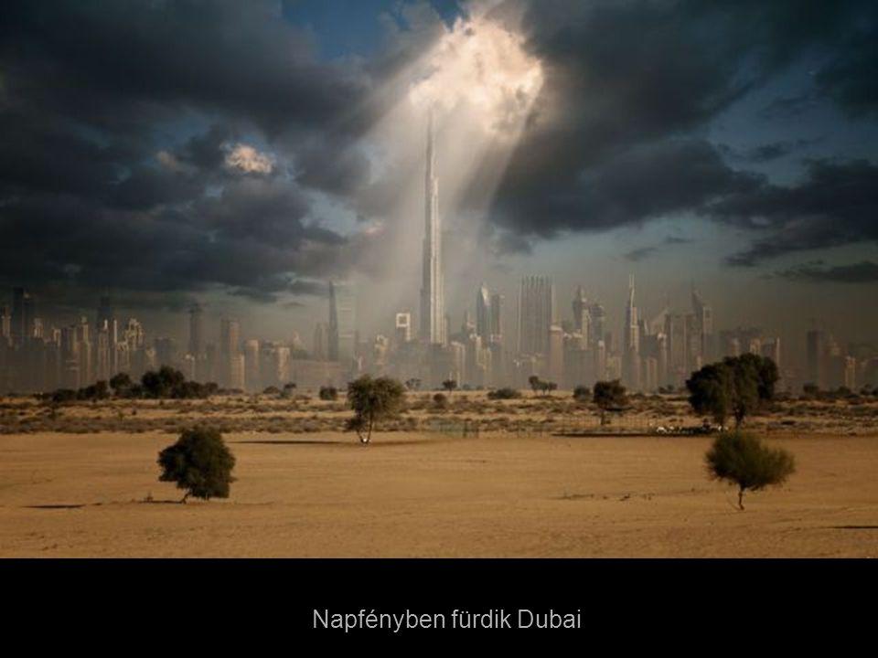 Napfényben fürdik Dubai