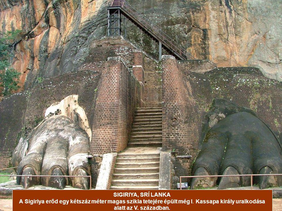 A tűhegyek sziklákra épült kolostorokat sokáig csak létrákon lehetett megközelíteni a 300 méteres magasságban, ma keskeny lépcsősoron lehet feljutni h