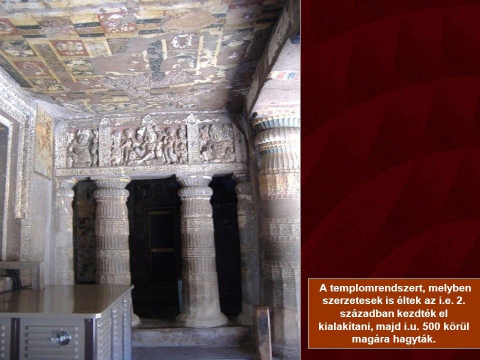 A templomrendszert, melyben szerzetesek is éltek az i.e.