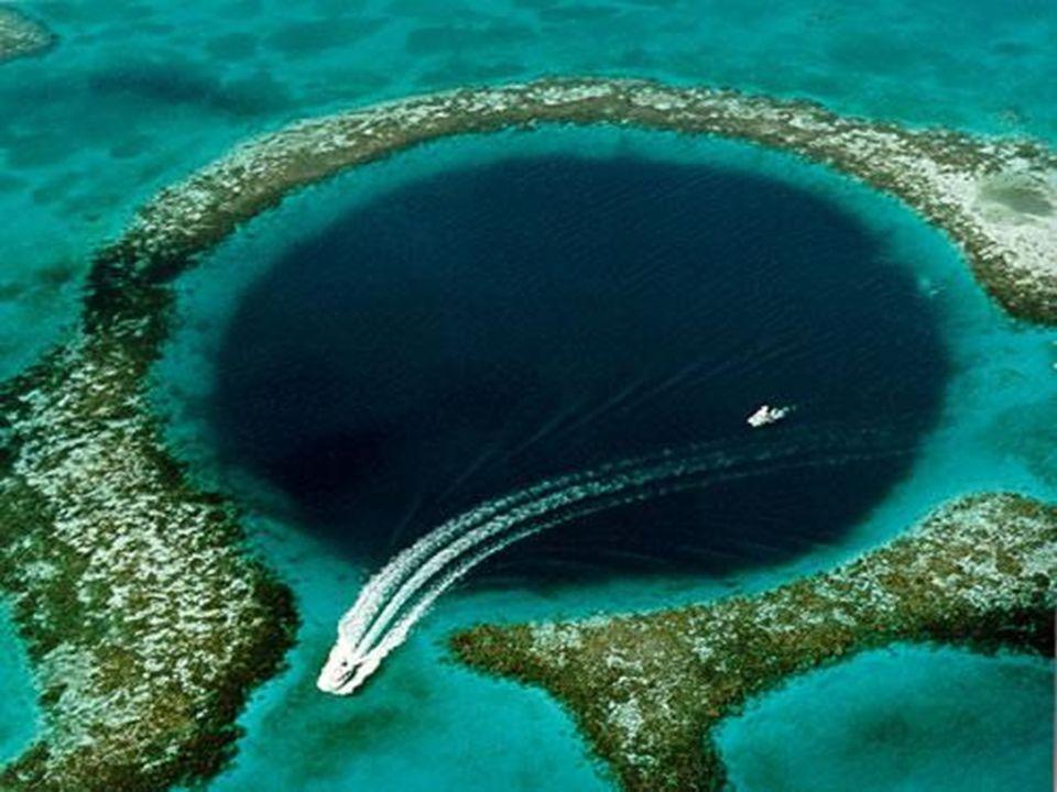 A nagy kék Lyuk, Belize Ez a hihetetlen földrajzi jelenség 60 mérföldre van Belize – től ( Közép Amerika )