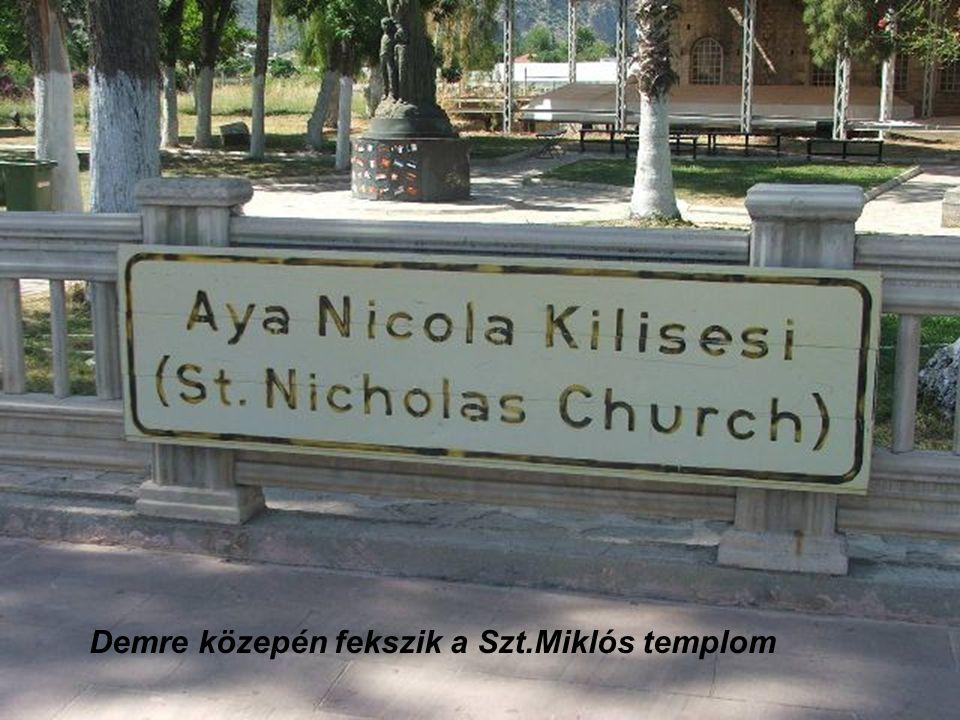Demre közepén fekszik a Szt.Miklós templom