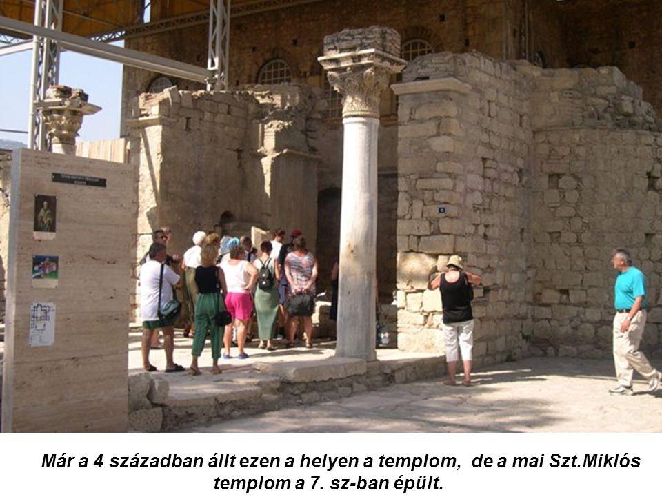Már a 4 században állt ezen a helyen a templom, de a mai Szt.Miklós templom a 7. sz-ban épült.