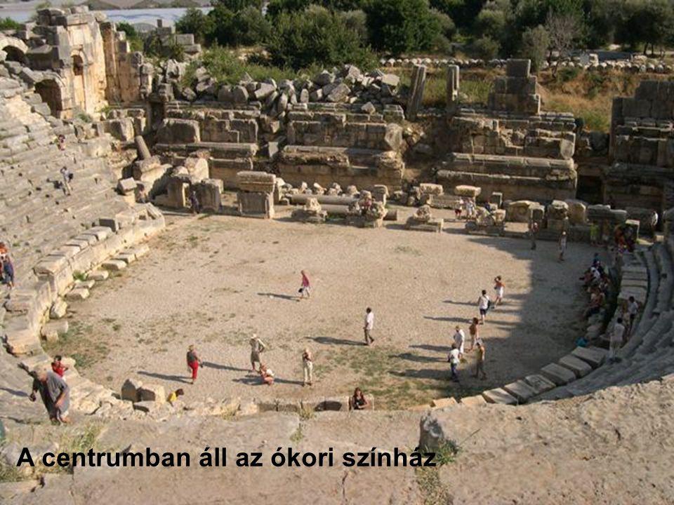A centrumban áll az ókori színház