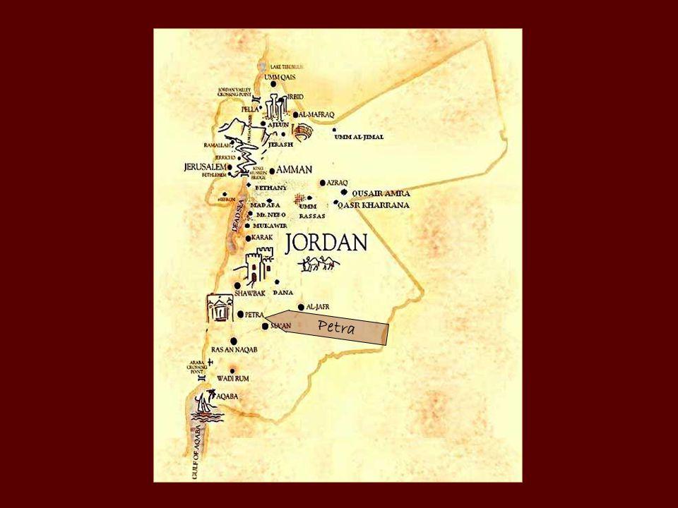 A nabateusok beduinok voltak, kereskedő nép, főleg a tömjén, mirha és illatos(aromás) növények kereskedelmével foglalkoztak.