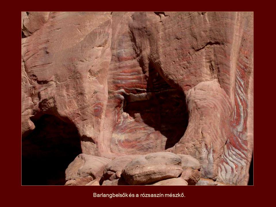Őskori barlangok.