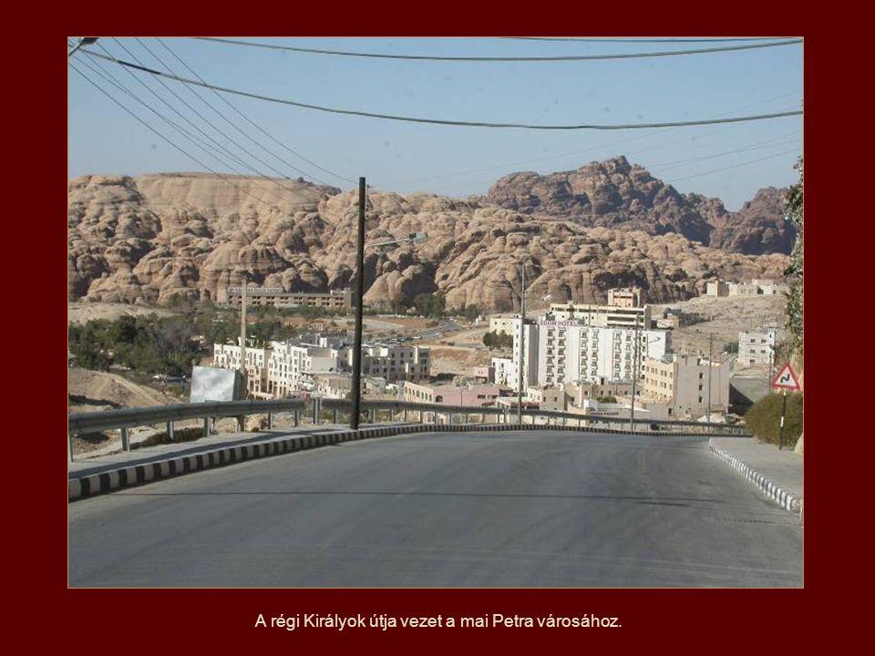 A régi Királyok útja vezet a mai Petra városához.