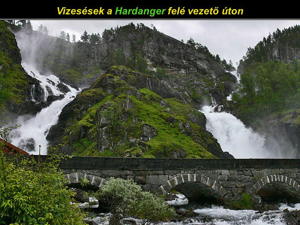 A turistahajó megpihen - HardangerFjorden