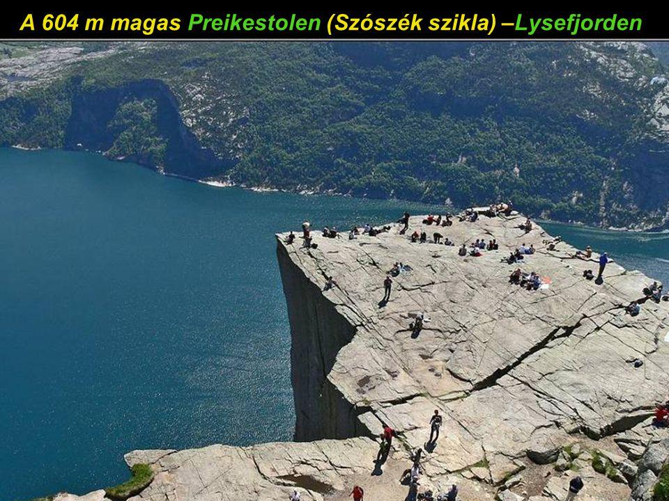 A 604 m magas Preikestolen (Szószék szikla) –Lysefjorden