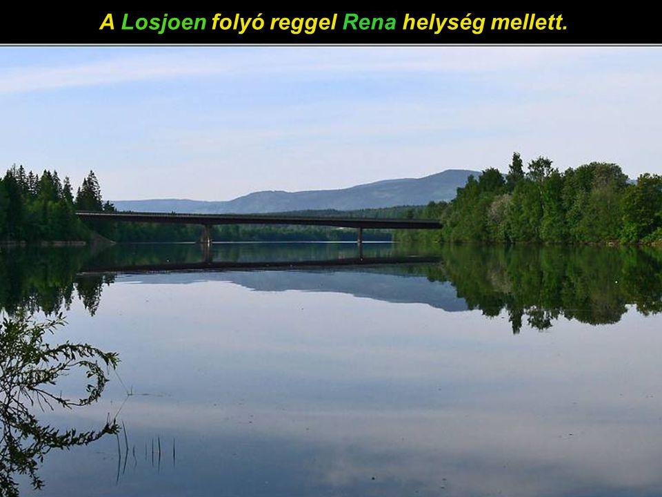 A Losjoen folyó reggel Rena helység mellett.