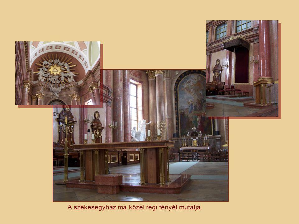 Egyedül itt maradtak meg a II.világháború pusztításai után az eredeti, késő barokk freskók.