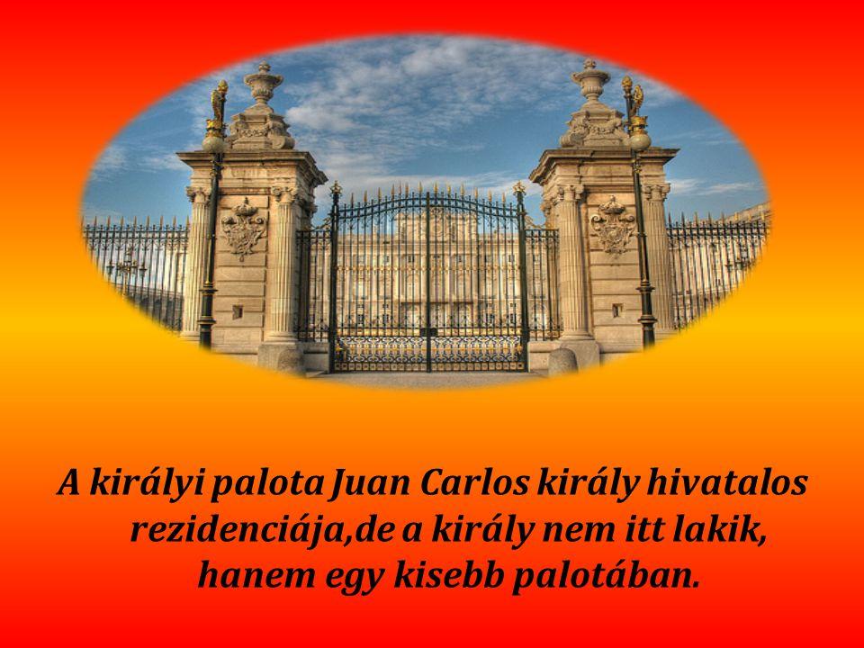 A királyi palota Juan Carlos király hivatalos rezidenciája,de a király nem itt lakik, hanem egy kisebb palotában.